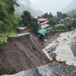 उत्तराखण्डमा पहिरोमा पुरिएर ३ नेपालीसहित १७ जनाको मृत्यु