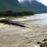 सेतीमा नदीमा आएको  बाढीले  बस्तीलाई दुई भागमा  विभाजन गर्दा  ६०  जना  फसे